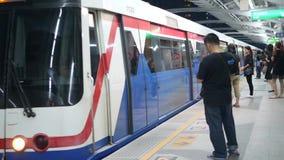 Bangkok, Thailand - 21 OCT 2017: Metro Arrives At Subway BTS Station. People Waiting for Train Doors to Open. 4K. Bangkok, Thailand - 21 OCT 2017: Metro Arrives stock video footage