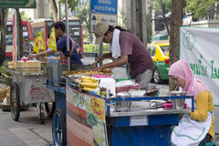 BANGKOK, THAILAND OCT 19TH: Street vendors preparing food on Suk Stock Images