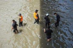 BANGKOK THAILAND - OKTOBER 14: Översvämma i det bullerDaeng området Royaltyfria Foton