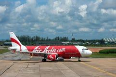 BANGKOK, THAILAND - 23. OKTOBER 2014: Air- Asiaflugzeuge in Bangk Lizenzfreies Stockfoto