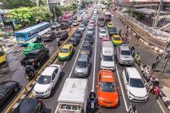 BANGKOK, THAILAND - OKTOBER 14,2017: Ansicht der thailändischen Flut an Ratchada-Ladpraostraße Stockbilder
