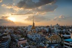 Bangkok Thailand - Oktober 27, 2017: Cityscape på solnedgångtid på royaltyfri bild