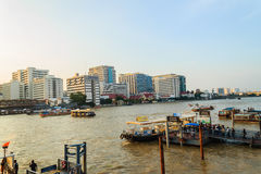 Bangkok, Thailand - Oktober 14, 2016: De mening van het Sirirajziekenhuis van Stock Afbeelding