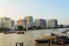 Bangkok, Thailand - Oktober 14, 2016: De mening van het Sirirajziekenhuis van Stock Afbeeldingen