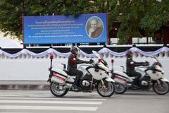 Bangkok Thailand - Oktober 25, 2013: Den thailändska polisen på konungnollan Arkivfoto