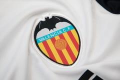 BANGKOK THAILAND - OKTOBER 18: Logoen av Valencia fotbollcl Arkivfoto