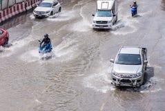 BANGKOK, THAILAND - OKTOBER 14.2017: Mening van Thaise vloed bij Road ratchada-Ladprao Royalty-vrije Stock Foto's