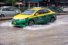 BANGKOK, THAILAND - OKTOBER 14.2017: Mening van Thaise vloed bij Road ratchada-Ladprao Stock Afbeeldingen