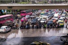 BANGKOK THAILAND - OKTOBER 14,2017: Sikt av den thailändska floden på den Ratchada-Ladprao vägen och trafikstockning Fotografering för Bildbyråer