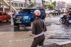 BANGKOK THAILAND - OKTOBER 14,2017: Sikt av den Vibhavadi Rangsit vägen i rusningstid Royaltyfri Foto