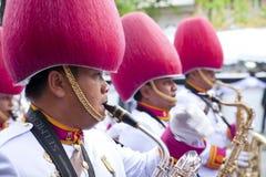Bangkok Thailand - Oktober 25, 2013: Thailändsk gardistmusikbandmarsch Royaltyfri Foto