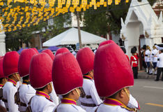 Bangkok Thailand - Oktober 25, 2013: Thailändsk gardistmusikbandmarsch Fotografering för Bildbyråer