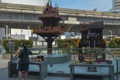 Bangkok, Thailand op 29 Januari, 2017 dat de inwoners van Thailand om de geest te respecteren Royalty-vrije Stock Foto