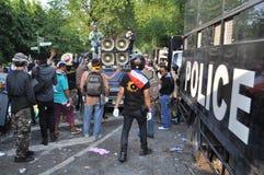 Bangkok/Thailand - 12 02 2013: Protestierender randalieren und nehmen das Stadtpolizei-Haus Hauptquartier Lizenzfreies Stockfoto