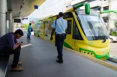 Bangkok, Thailand: Schnelle Durchfahrt des Busses (HELL) stockbilder