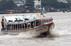 BANGKOK, THAILAND-SEP 25TH: The Chao Phraya Express boat makes i Stock Image