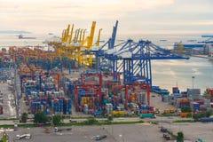 Bangkok, Thailand - September 28, 2015: De vracht van de containerlading Stock Foto's