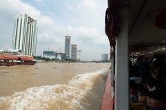 BANGKOK, THAILAND - SEPTEMBER 30: Foto van het verkeer van rivier Stock Afbeeldingen
