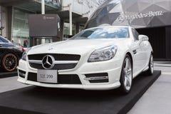 BANGKOK THAILAND - SEPTEMBER 26, 2015: Mercedes-Benz SLK 200 som framläggas på Mercedes-Benz Star Dome skärm Arkivbild