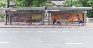 BANGKOK THAILAND SEPTEMBER 25, 2016 : People waiting bus at bus Stock Photos
