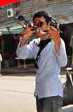 Bangkok Thailand: Sunglass försäljare på den Khao San vägen Royaltyfria Bilder