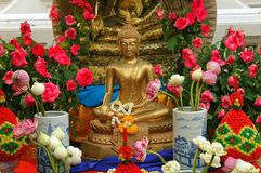 Bangkok, Thailand: Temple offerings and Buddha Royalty Free Stock Photography