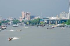 Bangkok, Thailand: Vele boten Royalty-vrije Stock Foto's