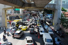 Bangkok, Thailand: Zwaar Verkeer op Rama I Weg Stock Foto's