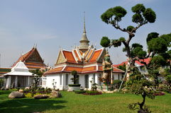 Bangkok, Thaïlande : Quarts de Monastic de Wat Arun Photographie stock