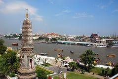 Bangkok, Thaïlande : Vue de fleuve de Wat Arun Photographie stock libre de droits