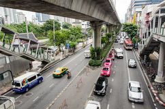 Bangkok, traffico in Thanon Sukhumvit Fotografia Stock Libera da Diritti