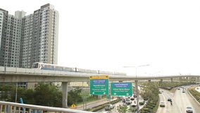 Bangkok-Verkehr auf dem Last- und Himmelzug (erhöhte Schiene) stock footage