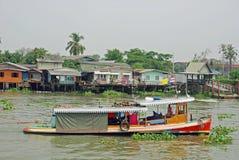 Bangkok, Vieuw van het kanaal van Khlong Bangkok Noi stock afbeelding