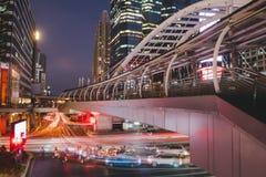 Bangkok w centrum ruchu drogowego oświetleniowy czas fotografia stock