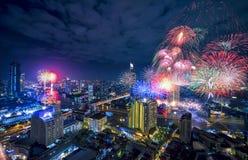 ` 2018 Bangkoks am 1. Januar Feuerwerke auf dem neuen Jahr feiernd Lizenzfreies Stockbild