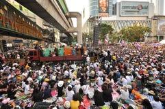 BangkokThailand - 01 13 το 2014 τα κίτρινα πουκάμισα εμποδίζουν Ratchaprasong ως τμήμα της λειτουργίας της Μπανγκόκ ` κλεισίματος Στοκ εικόνες με δικαίωμα ελεύθερης χρήσης