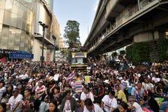 BangkokThailand - 01 13 το 2014 τα κίτρινα πουκάμισα εμποδίζουν Ratchaprasong ως τμήμα της λειτουργίας της Μπανγκόκ ` κλεισίματος Στοκ φωτογραφία με δικαίωμα ελεύθερης χρήσης