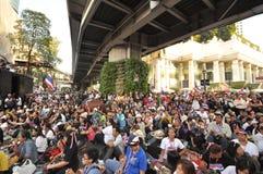 BangkokThailand - 01 13 το 2014 τα κίτρινα πουκάμισα εμποδίζουν Ratchaprasong ως τμήμα της λειτουργίας της Μπανγκόκ ` κλεισίματος Στοκ Εικόνες