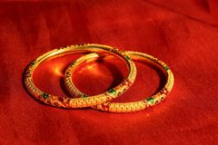 bangles золотистые стоковое фото