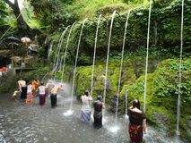 Bangli, Indonésie-septembre 20,2017 : Rituel de purification chez Pura Tirta Sudamala, Bangli, Bali photographie stock