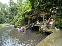 Bangli, Indonésie-septembre 20,2017 : Rituel de purification chez Pura Tirta Sudamala, Bangli, Bali images stock