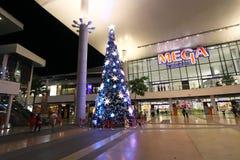 Bangna mega Bangkok, Tailandia, el 18 de noviembre de 2014 - árbol de navidad Imagenes de archivo