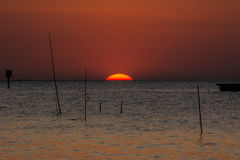 在海上的日落在Bangpu在泰国 免版税库存图片