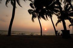bangsaen la puesta del sol fotos de archivo