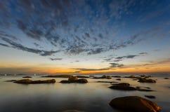 Bangsaen-Strand am Abend stockbild