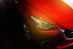 BANGSAN, ТАИЛАНД - МАЙ 2018: Этот передний автомобиль весь новый Mazda 2 Стоковые Фото