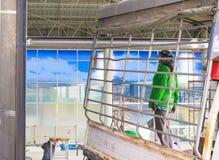 BANGSAN, TAILÂNDIA - em setembro de 2017: Os homens têm uma carreira na construção Está consultando sobre a indústria em Tailândi Imagem de Stock Royalty Free