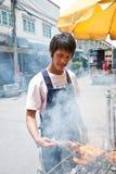 Bangtarn ha grigliato il pollo, alimento della via alla strada Samutsakornr di Krathum Baen Setthakit fotografia stock libera da diritti