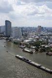 Banguecoque ajardina com o rio e o céu azul Fotografia de Stock
