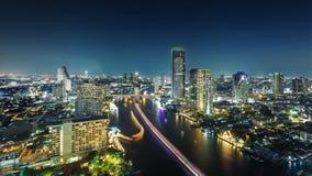 Banguecoque, a cidade do rio na noite fotografia de stock royalty free